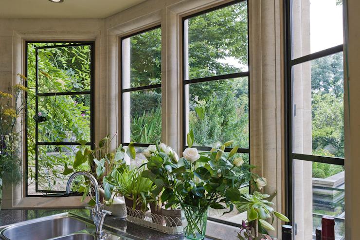 Cuisine avec patrimoine Bronze Vantaux Architectural Bronze Ltd Fenêtres et portes Portes Métal Noir