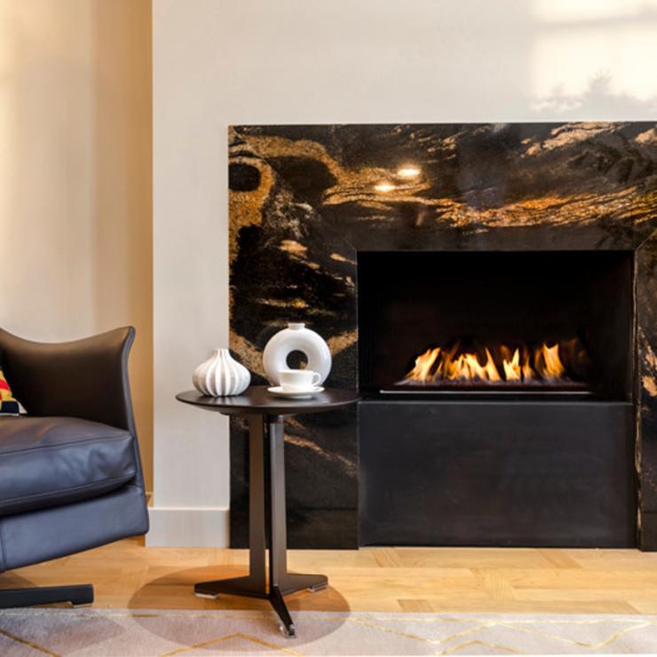 Cheminée en marbre Studio 29 Architects ltd Living RoomFireplaces & accessoires Marbre Noir