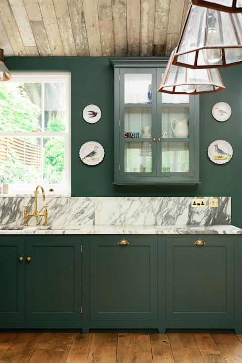 La cuisine Peckham Rye Kitchen de deVOL deVOL Kitchens Cuisine de style classique Bois Vert