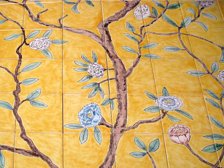 Détail d'un panneau de carreaux de papier peint chinois. Carreaux et céramiques de reptiles Salle de bains de style asiatique
