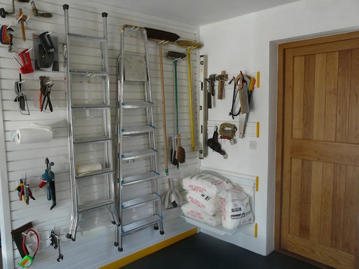 Besoin de ranger tous vos outils dans le garage ? Essayez un mur de présentation ! Garageflex Garage/remise moderne