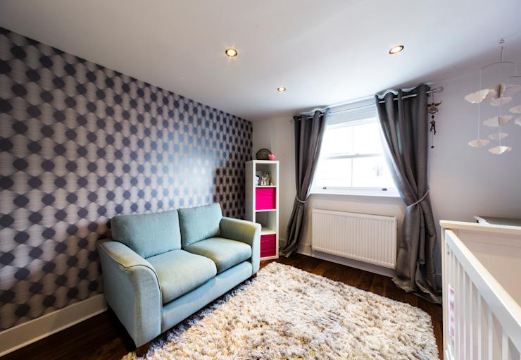 Chambre de bébé gris-rose-turquoise Affleck Property Services Chambre d'enfant moderne Gris