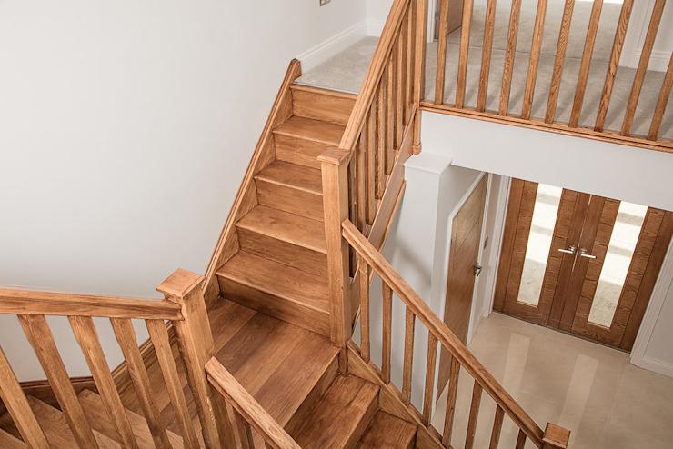 Eve Lane - Conception de la maison, y compris la cuisine, les salles de bains, l'entrée, l'escalier et tous les équipements et accessoires Brass & Rose Interiors Escaliers