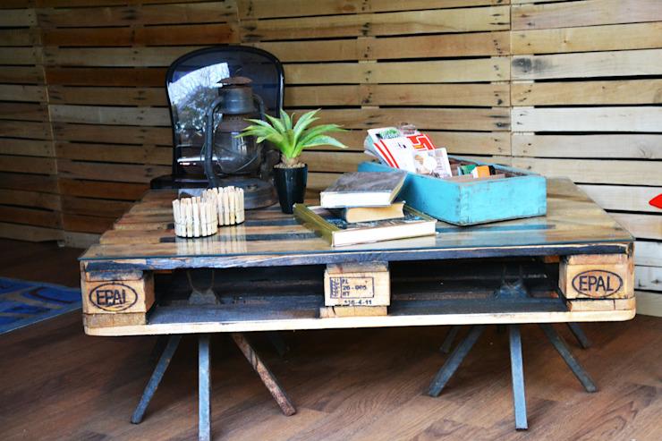 Palette d'expédition avec plateau en verre pour une table basse Acton Gardens SalonTables d'appoint et plateaux Bois Brun