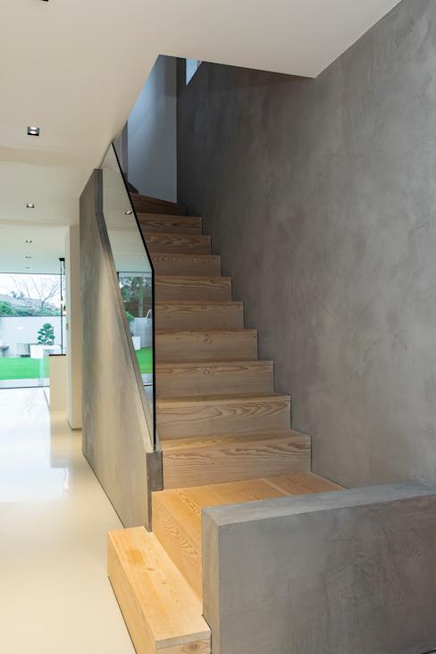 Escalier en bois avec paroi en microciment Escalier Cemlux Gris Béton