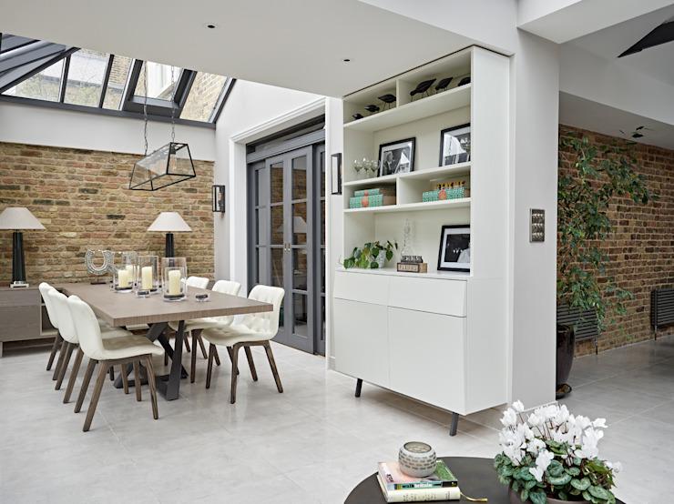 Maison familiale dans le village de Dulwich Habitations sur mesure Salle à manger moderne Briques Beige