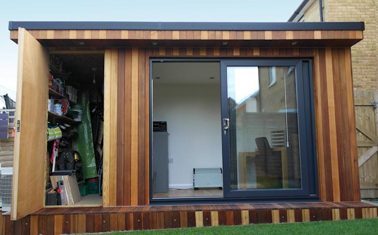 Garden Office avec un hangar de stockage caché construit par Garden Fortress , Surrey Garden Fortress Bureau/étude moderne