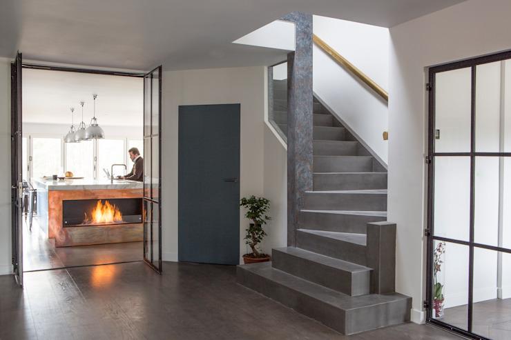 Résidence privée, Surrey Nice Brew Interior Design Couloir, couloir et escaliers modernes