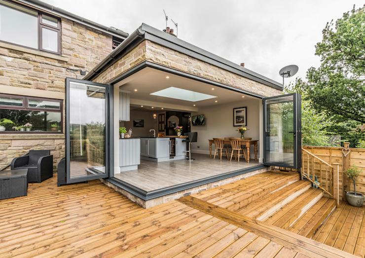 Un coin sans pilier crée une interface ouverte entre l'extérieur et l'intérieur John Gauld Photography Maisons modernes