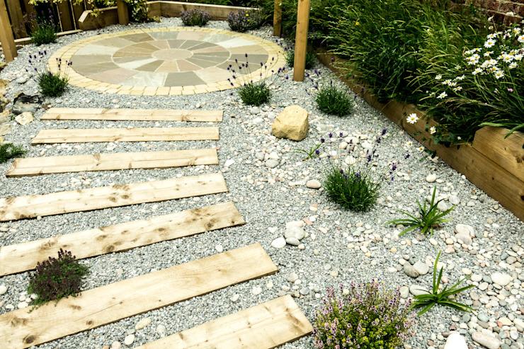 Jardin moderne avec une touche rustique Jardins du Yorkshire Jardin moderne