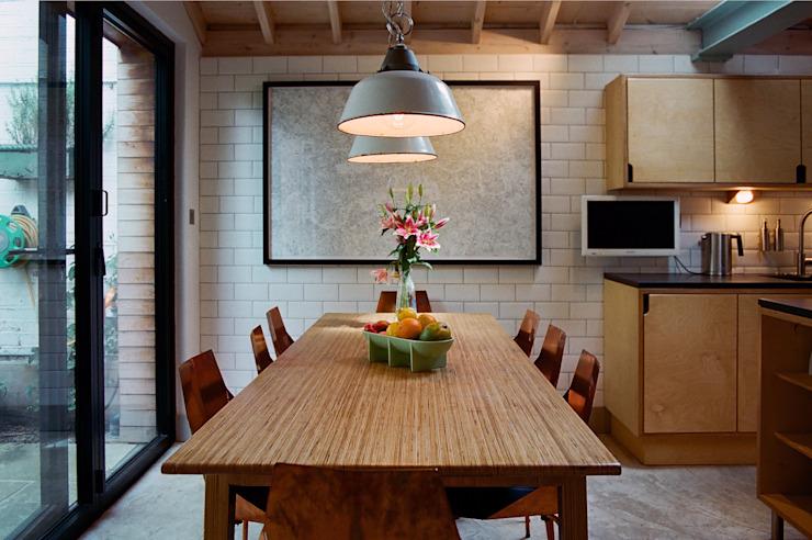 Table à manger avec abat-jour en émail homify Salle à manger moderne