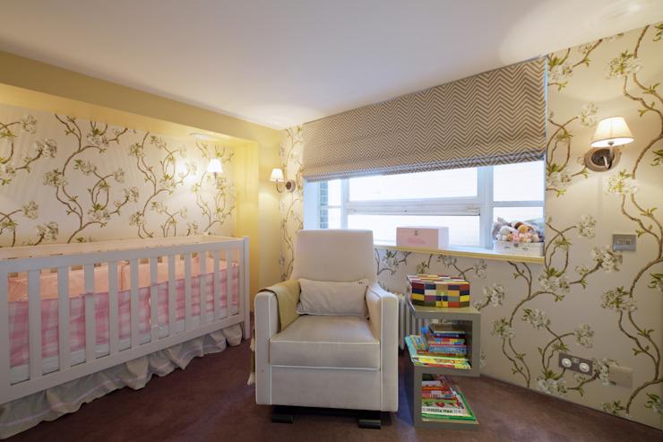 Loft londonien JKG Interiors Chambre d'enfant de style classique
