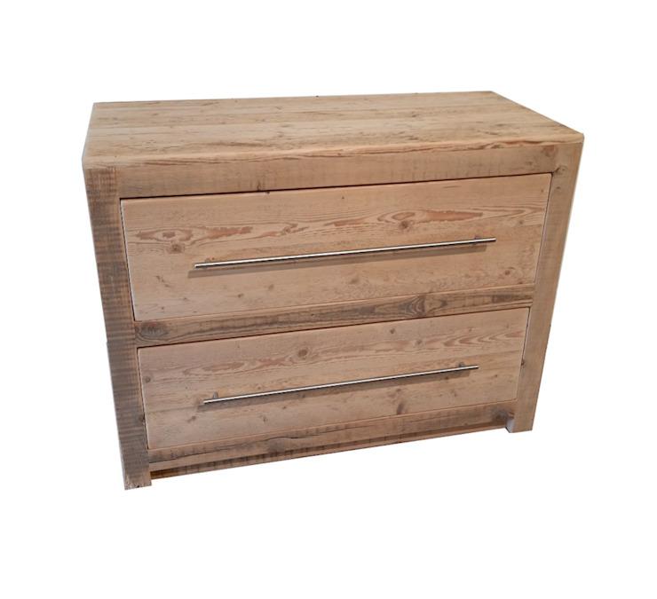 Commode en bois brut recyclé : une chambre à coucher à l'image du bois