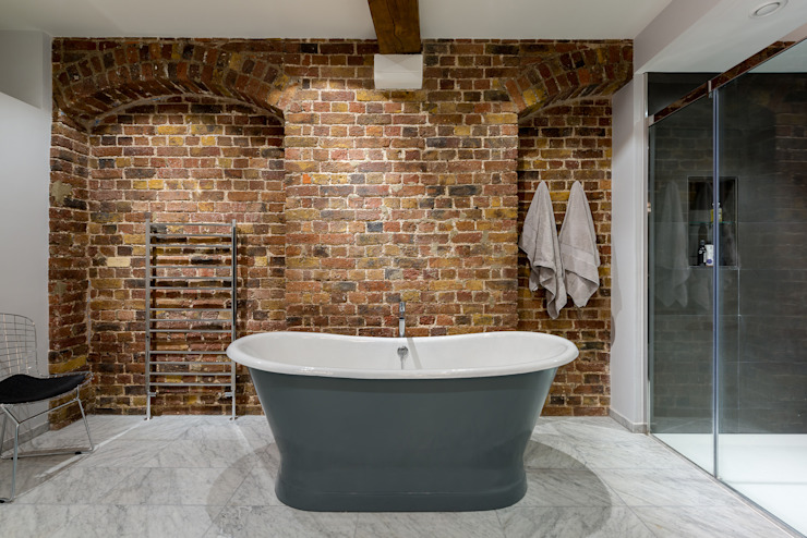 homify Salle de bain de style industriel