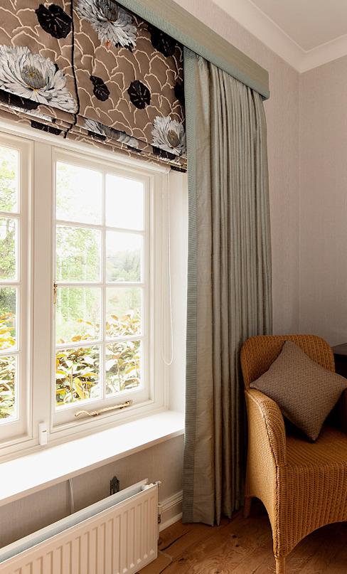 Rideaux et stores sur mesure Elizabeth Bee Design d'intérieur Chambre à coucher de style rustique
