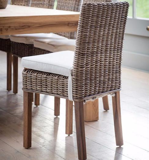 Chaise de salle à manger Bembridge avec coussins (paire) homify Salle à mangerChaises et bancs Rotin/Osier brun
