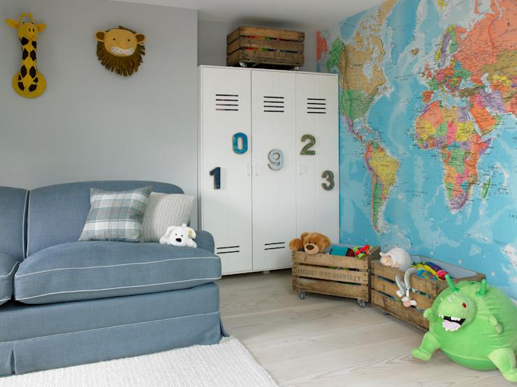 Petite chambre d'enfant LEIVARS LEIVARS style éclectique