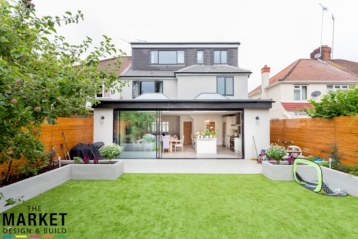 Superbe extension de maison et conversion de grenier au nord de Londres. Le marché conçoit et construit des maisons modernes.