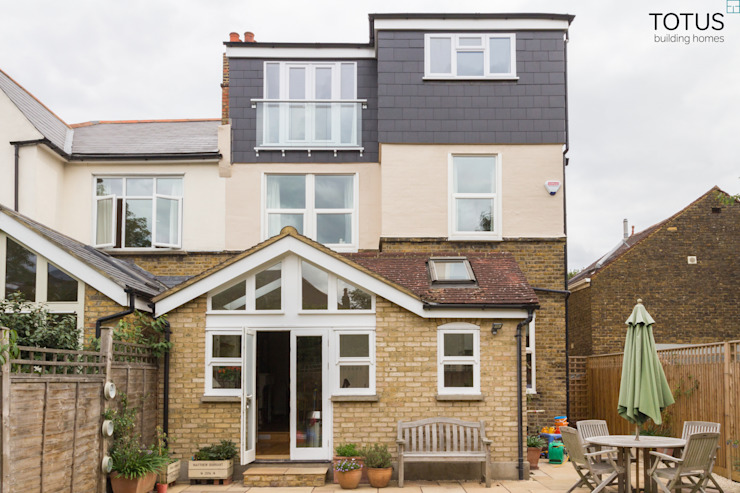 Conversion de combles, Sheen SW14 TOTUS Balcon, véranda et terrasse modernes