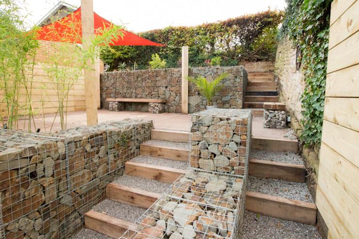Petit jardin avec une pente très raide Yorkshire Gardens Jardin moderne