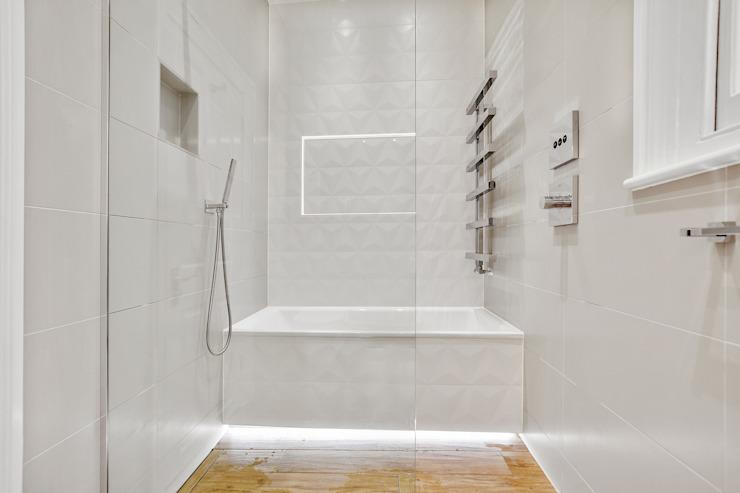 Étude de cas : Richmond, Surrey BathroomsByDesign Retail Ltd Salle de bains moderne