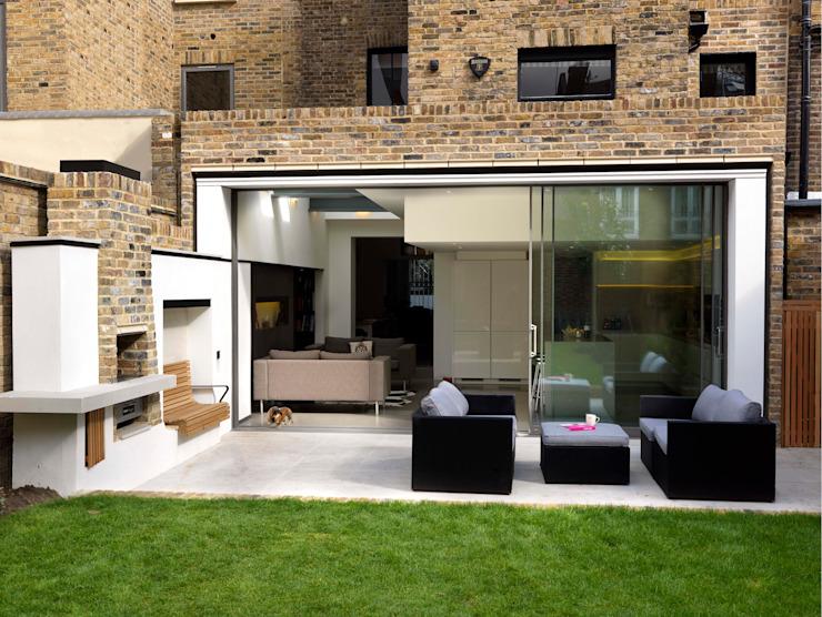 Maison Gretel Simon Gill Architects Balcon, véranda et terrasse de style rustique